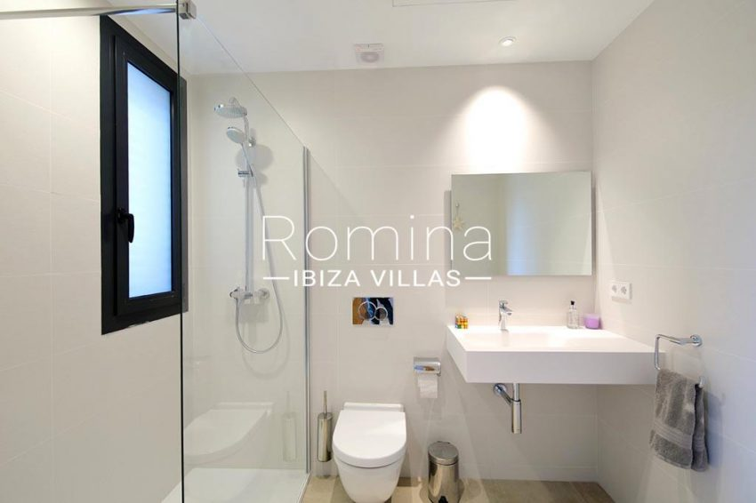 romina-ibiza-villas-rv-903-93-atico-park-5shower room