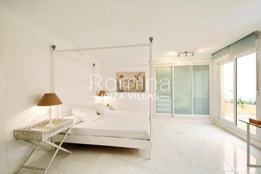 romina-ibiza-villas-rv-904-01-apto-nerea-4bedroom2 fourposter