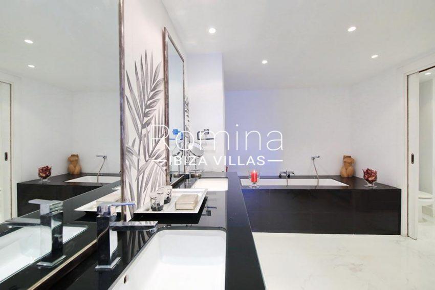 romina-ibiza-villas-rv-904-01-apto-nerea-5bathroom