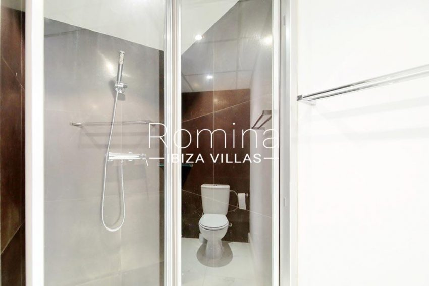 romina-ibiza-villas-rv-904-01-apto-nerea-5shower room2