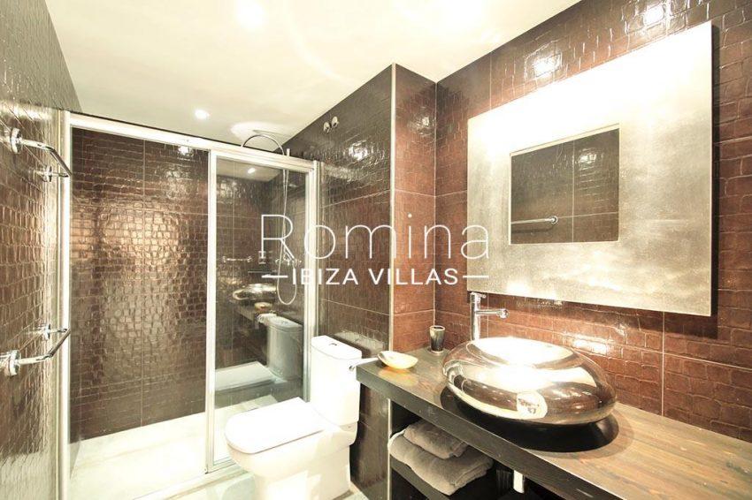 romina-ibiza-villas-rv-904-01-apto-nerea-5shower3 room
