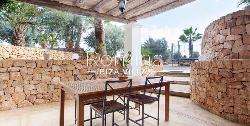 romina-ibiza-villas-rv-910-05-can-garrovers-2porch dining area