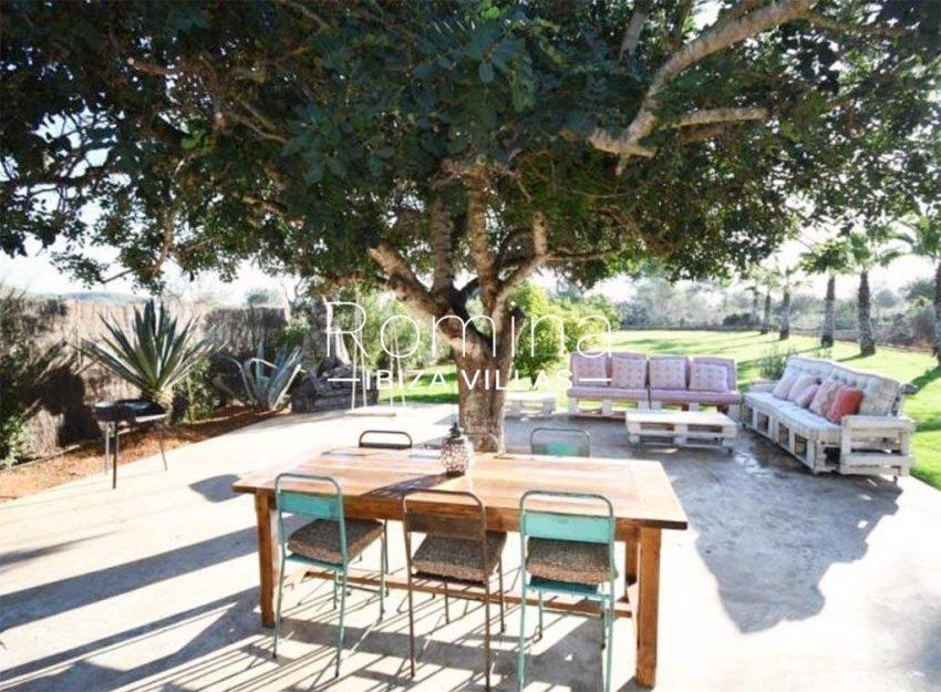romina-ibiza-villas-rv-910-05-can-garrovers-2terrace lounge diningarea