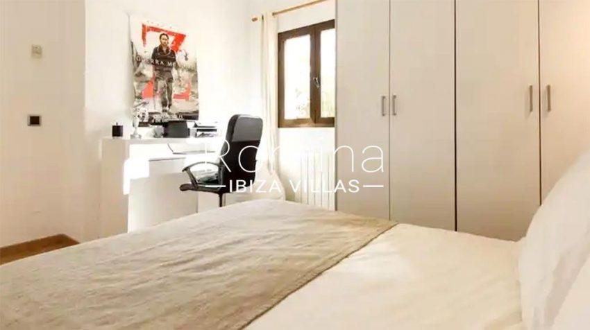 romina-ibiza-villas-rv-910-05-can-garrovers-4bedroom desk