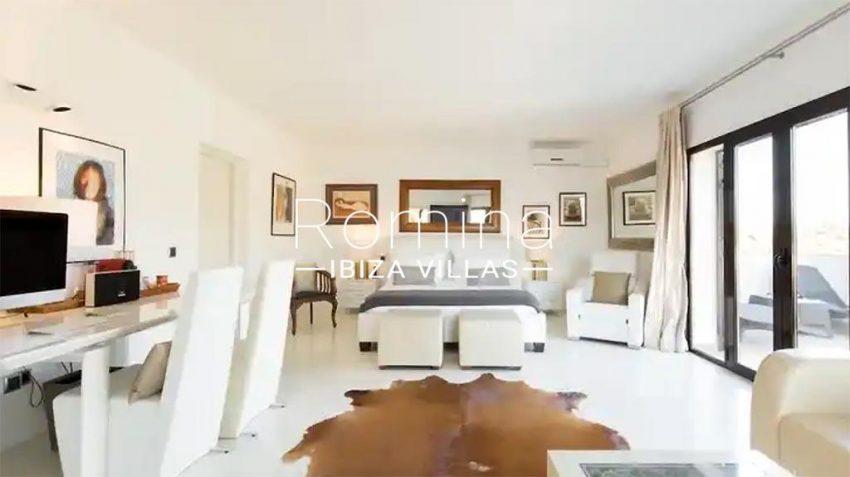 romina-ibiza-villas-rv-910-05-can-garrovers-4bedroom1bis