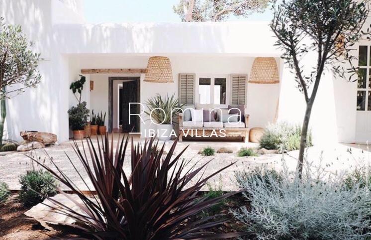 romina-ibiza-villas-rv-912-57-villa-calanta-2entrance porch