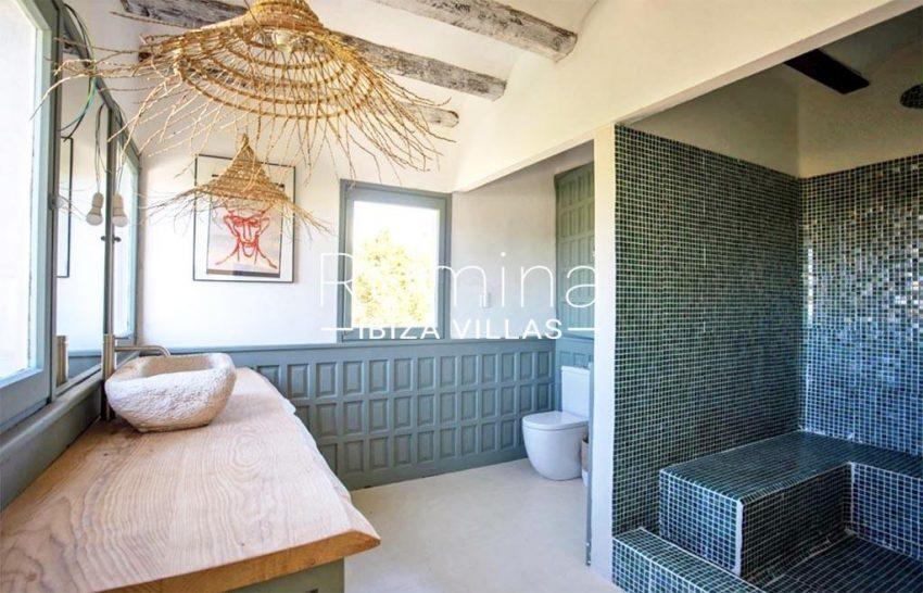 romina-ibiza-villas-rv-912-57-villa-calanta-5bathroom2