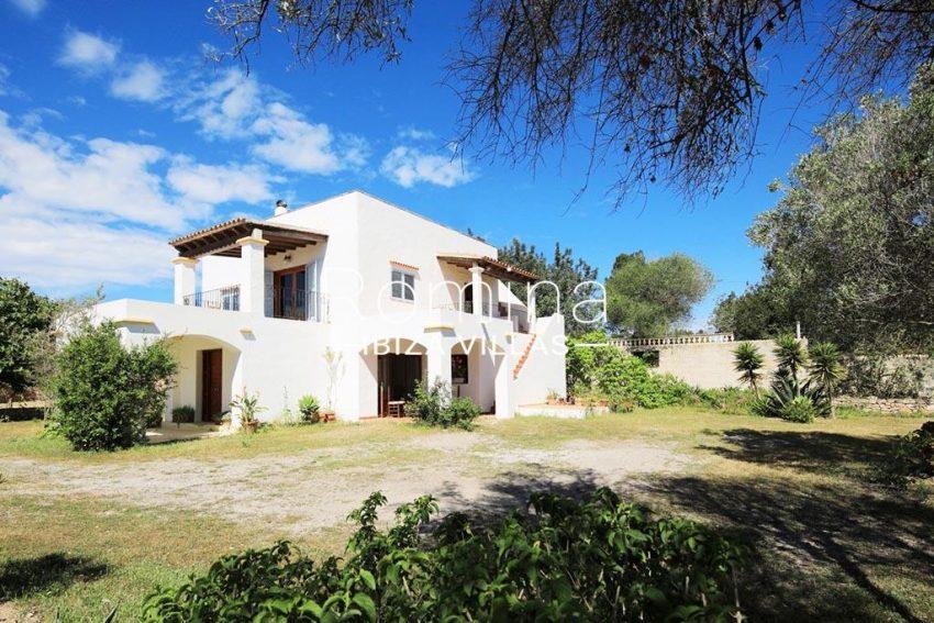 romina-ibizavillas-rv-911-01-casa-alzahar-2garden facade