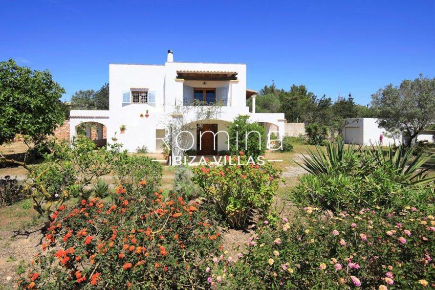 romina-ibizavillas-rv-911-01-casa-alzahar-2garden facade1