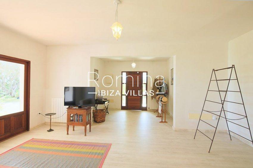 romina-ibizavillas-rv-911-01-casa-alzahar-3entrance living room
