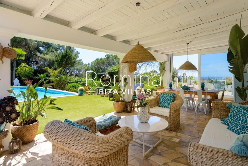 romina-ibiza-villas-rv-914-06-villa-azulita-1porch living area sea view