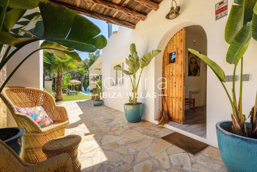 romina-ibiza-villas-rv-914-06-villa-azulita-2entrance porch door
