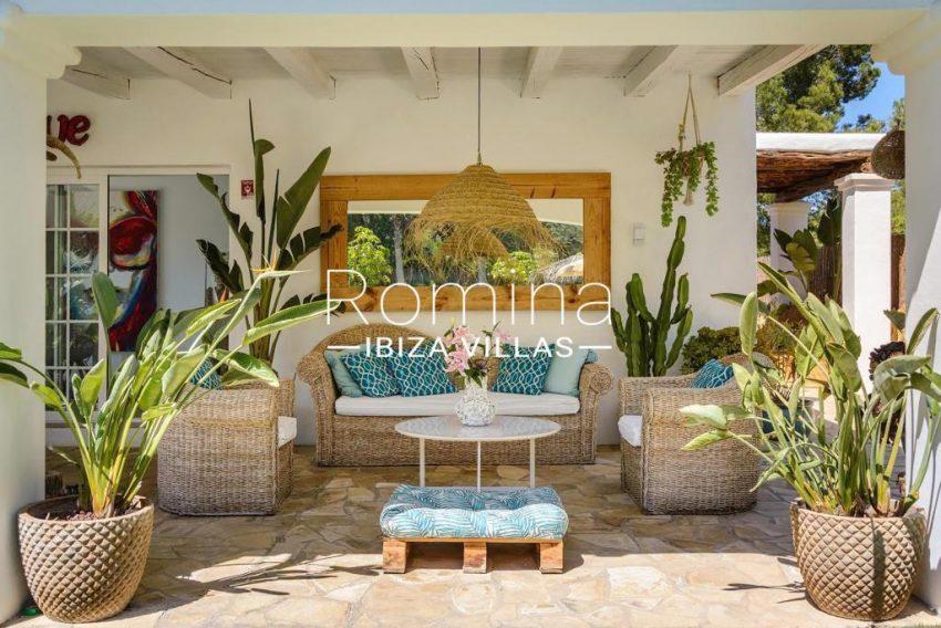 romina-ibiza-villas-rv-914-06-villa-azulita-2porch livng area2