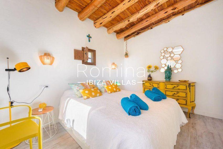 romina-ibiza-villas-rv-914-06-villa-azulita-4bedroom1