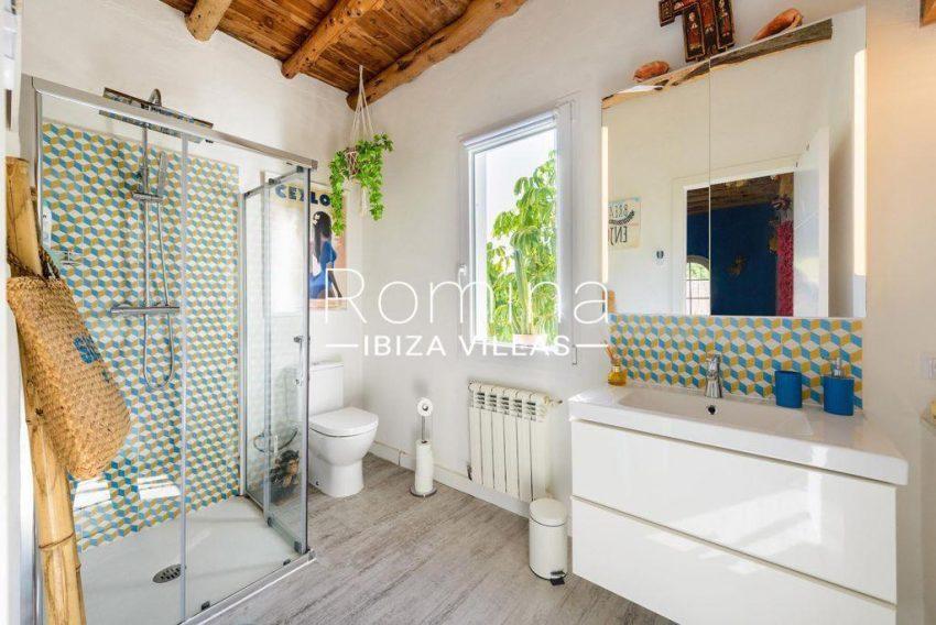 romina-ibiza-villas-rv-914-06-villa-azulita-5shower room2bis