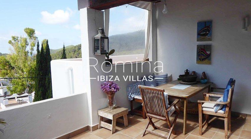 romina-ibiza-villas-rv881-30-casa-boj-2terrace dining ara2