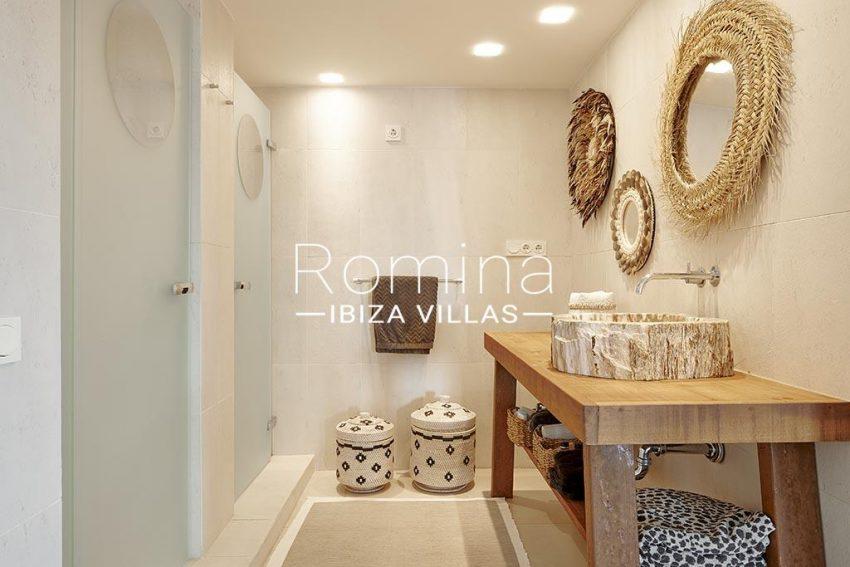 romina-ibiza-villa-rv-918-56-apto-paseo-marina-5bathroom bedroom1