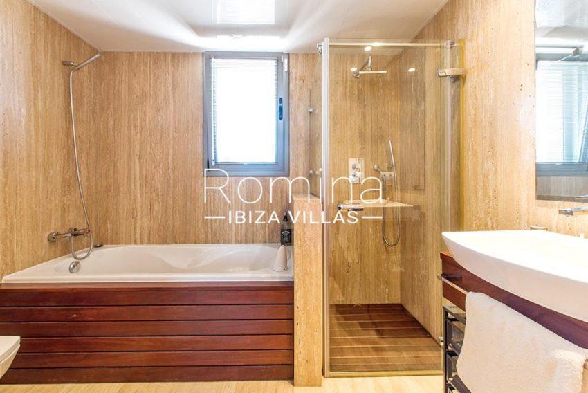 romina-ibiza-villas-rv-915-71-atido-paso-mar-5bathroombis