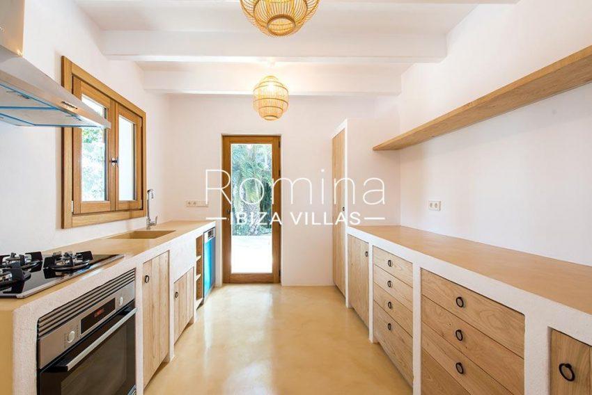 romina-ibiza-villas-rv-916-33-villa-es-paradis-3zkitchen