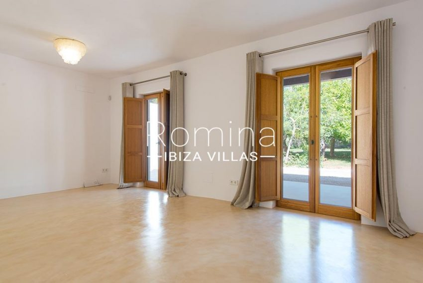 romina-ibiza-villas-rv-916-33-villa-es-paradis-4bedroom1 main house