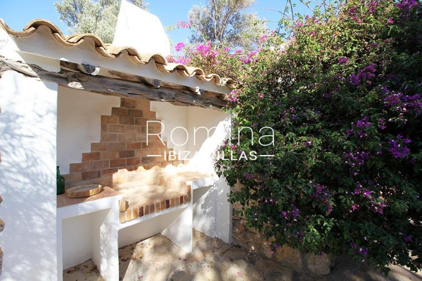 romina-ibiza-villas-rv-919-61-can-karolina-2barbecue