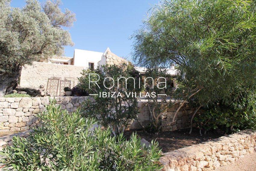 romina-ibiza-villas-rv-919-61-can-karolina-2rear facade