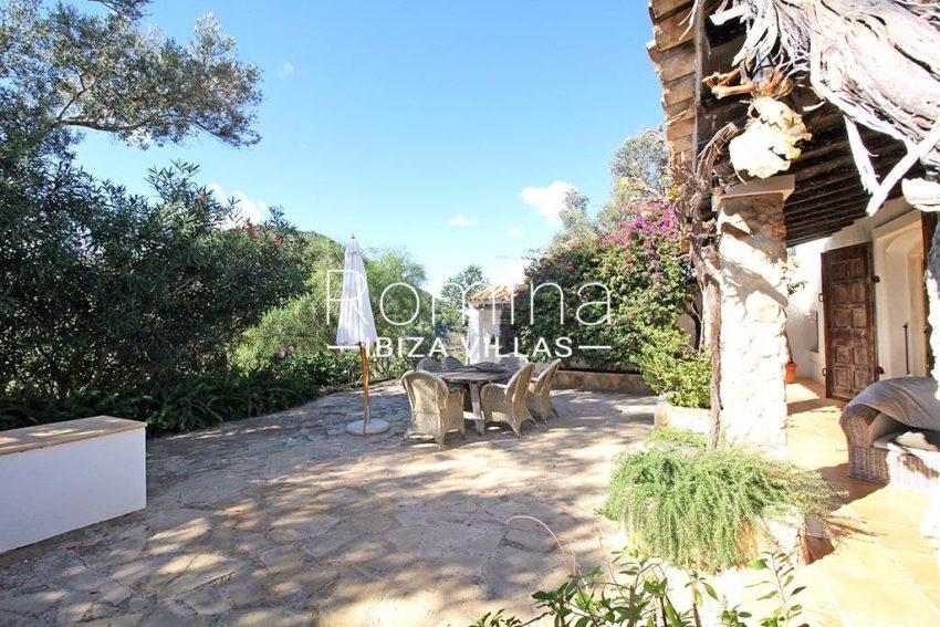 romina-ibiza-villas-rv-919-61-can-karolina-2terrace dining area