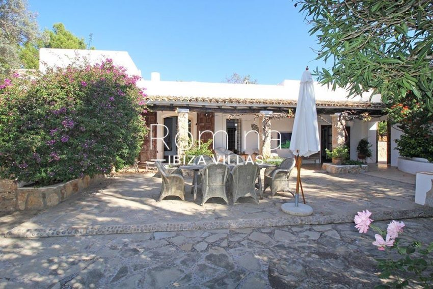 romina-ibiza-villas-rv-919-61-can-karolina-2terrace porch dining area