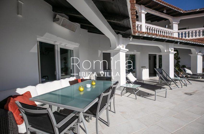 romina-ibiza-villas-rv-920-22-2terrace dining area