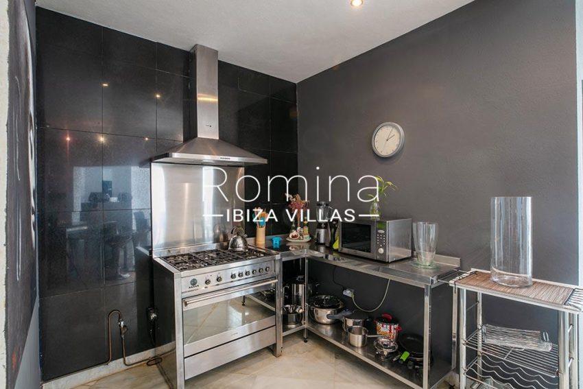romina-ibiza-villas-rv-920-22-3zkitchen4