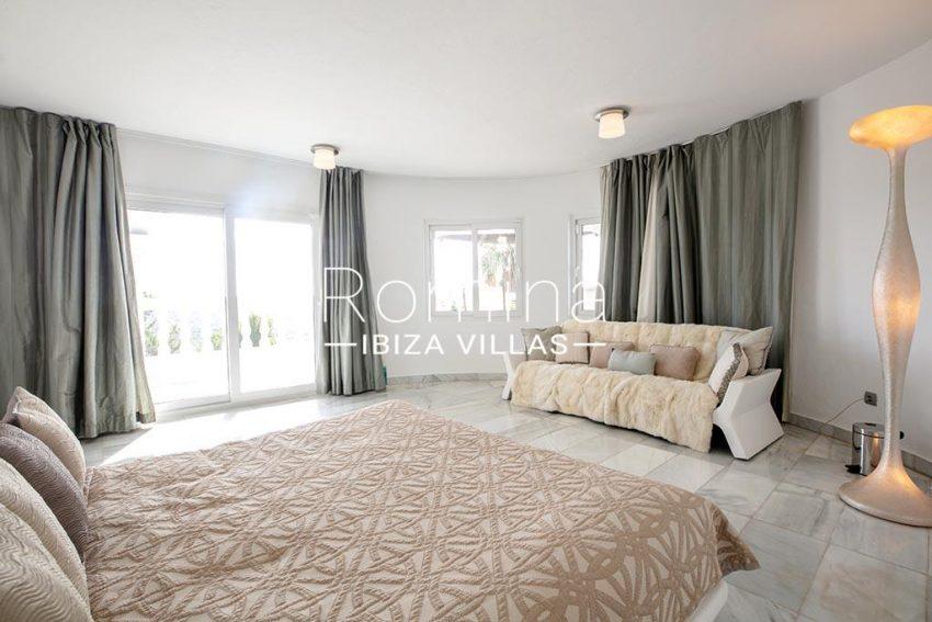 romina-ibiza-villas-rv-920-22-4bedroom sofa2