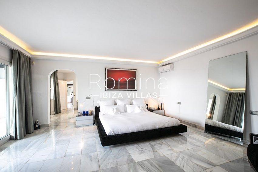 romina-ibiza-villas-rv-920-22-4bedroom tv2