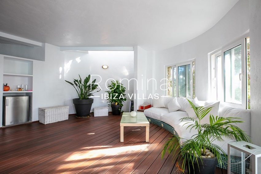 romina-ibiza-villas-rv-920-22-5spa sitting area