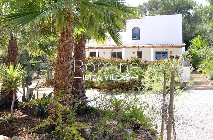 romina-ibiza-villas-rv-921-96-villa-patchwork-2facade