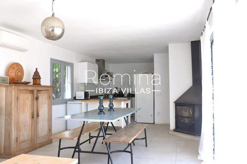 romina-ibiza-villas-rv-921-96-villa-patchwork-3zdining area kitchen
