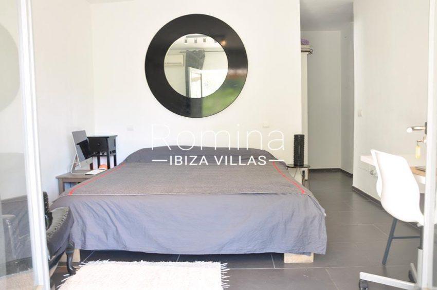 romina-ibiza-villas-rv-921-96-villa-patchwork-4master bedroom