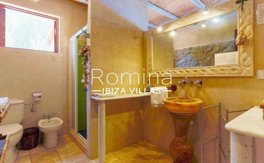 can-fusta-rv706-5shower-room2