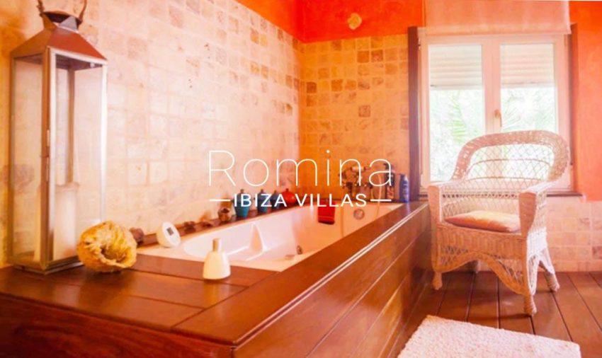 romina-ibiza-villas-rv-897-01-villa-mariola-5bathroombis