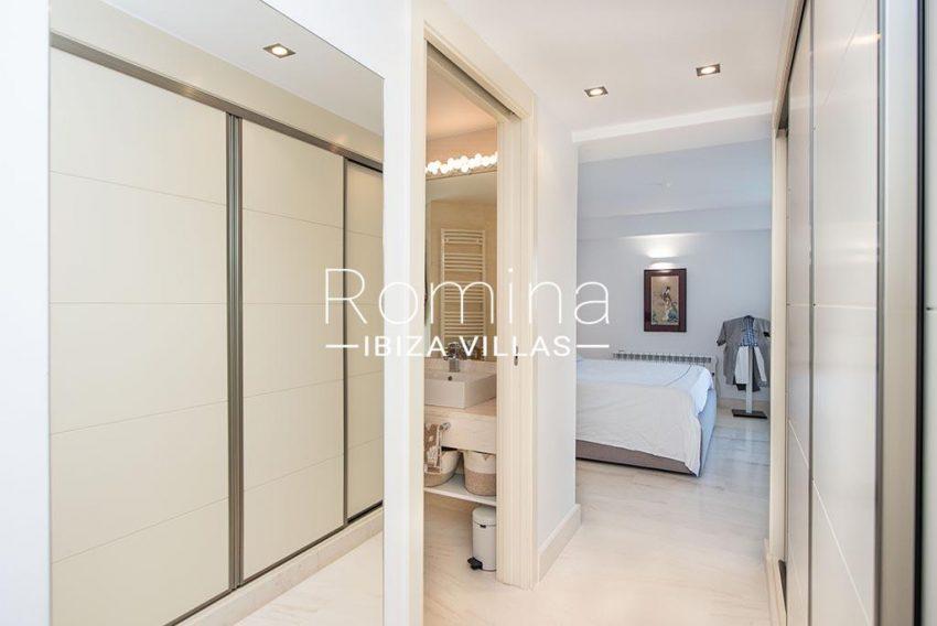romina-ibiza-villas-rv-927-26-4bedroom dressing