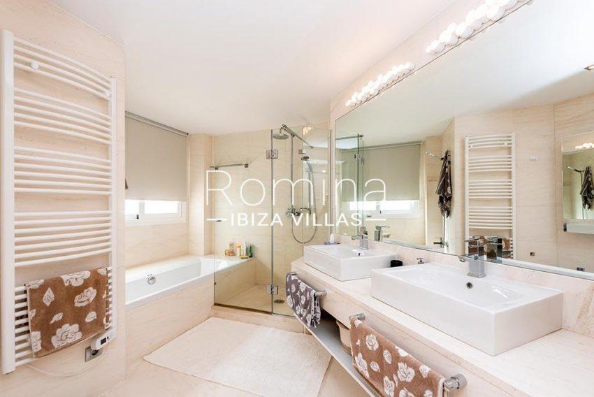 romina-ibiza-villas-rv-927-26-5bathroom
