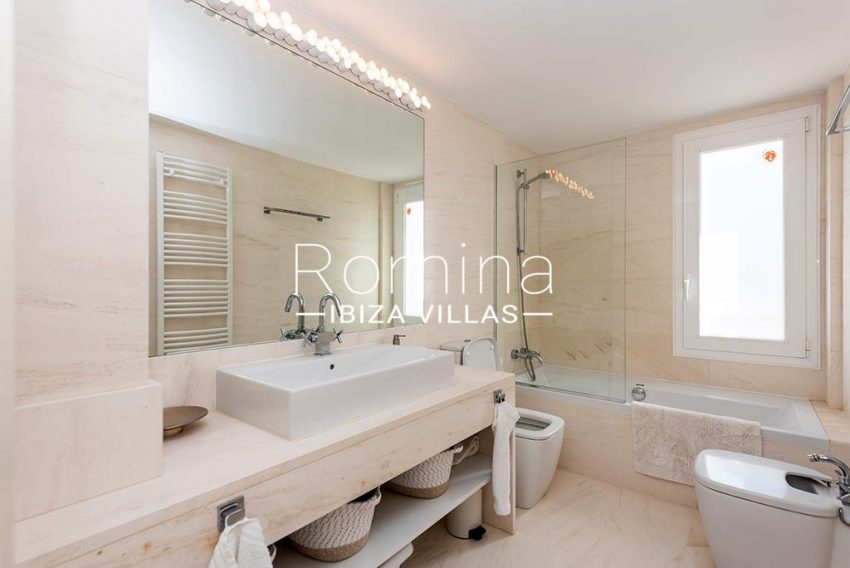 romina-ibiza-villas-rv-927-26-5bathroom2