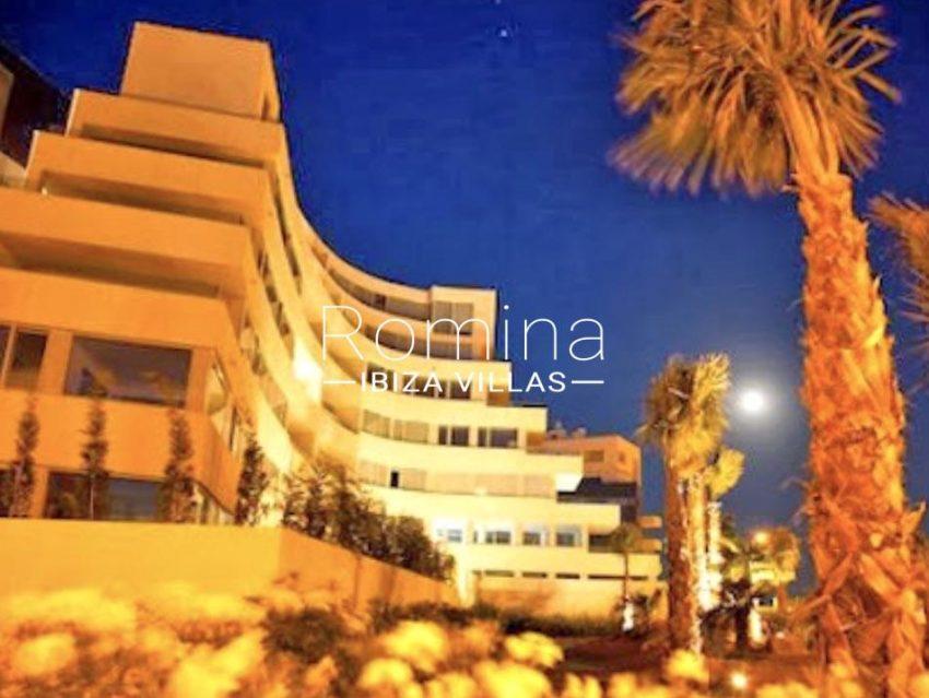 romina-ibiza-villas-rv-929-02-apto-calvin-2facade by night