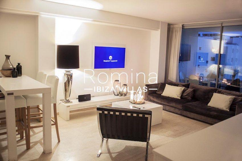 romina-ibiza-villas-rv-929-02-apto-calvin-3living-dining-room-by-night