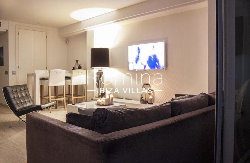 romina-ibiza-villas-rv-929-02-apto-calvin-3living dining room by night2