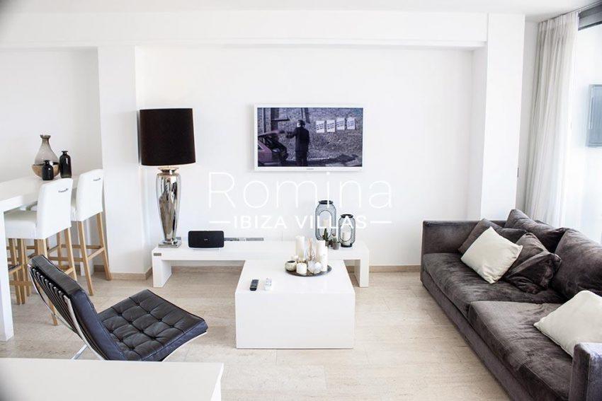 romina-ibiza-villas-rv-929-02-apto-calvin-3living-dining-room2