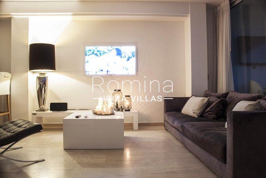 romina-ibiza-villas-rv-929-02-apto-calvin-3living room by night