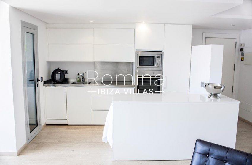 romina-ibiza-villas-rv-929-02-apto-calvin-3zkitchen