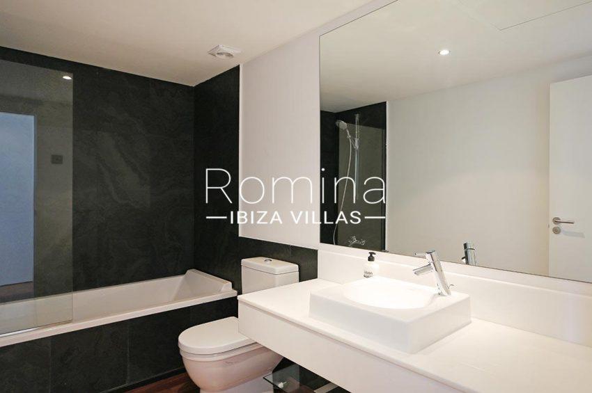 romina-ibiza-villas-rv-929-02-apto-calvin-5bathroom