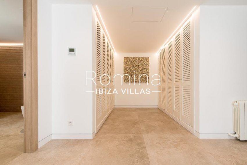 romina-ibiza-villas-rv-931-71-villa-cobra-4dressing