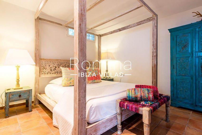 romina-ibiza-villas-rv-931-71-villa-cobra-4poster bed